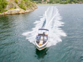 łódź w slizgu
